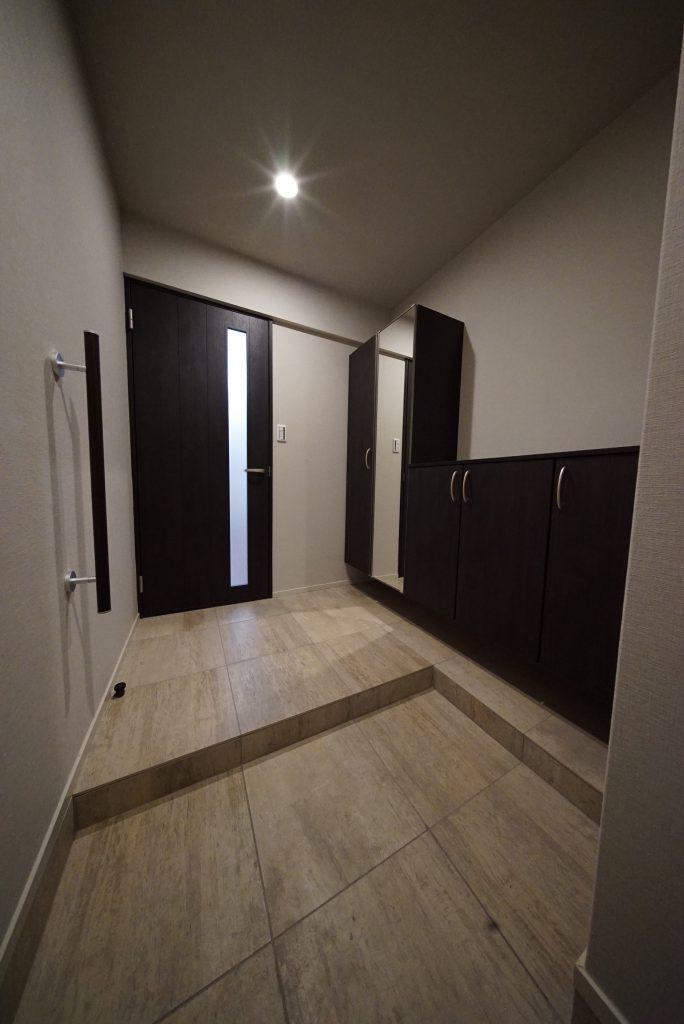 玄関は広々、収納も豊富
