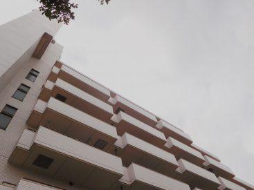 存在感のある、どっしりとした外観の建物です。