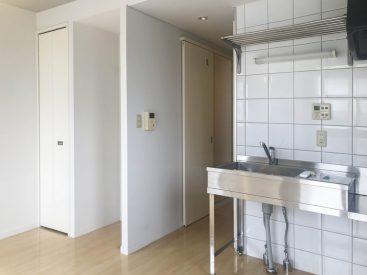 大きめタイルのキッチン。