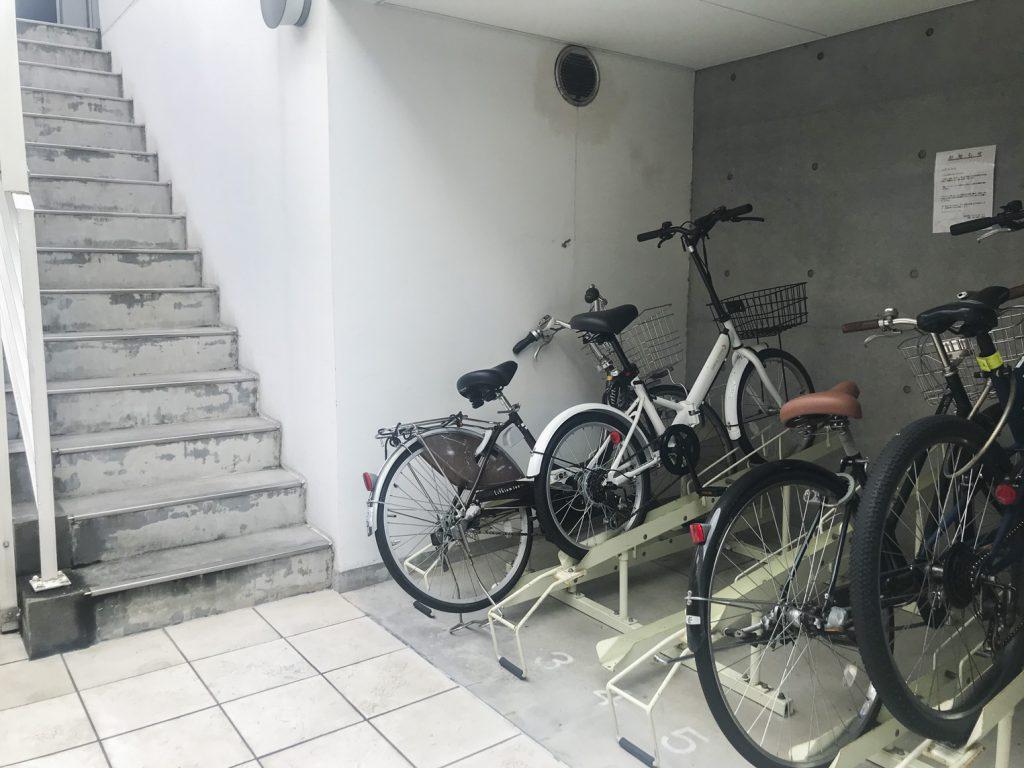 オートロック内に自転車置き場あります。