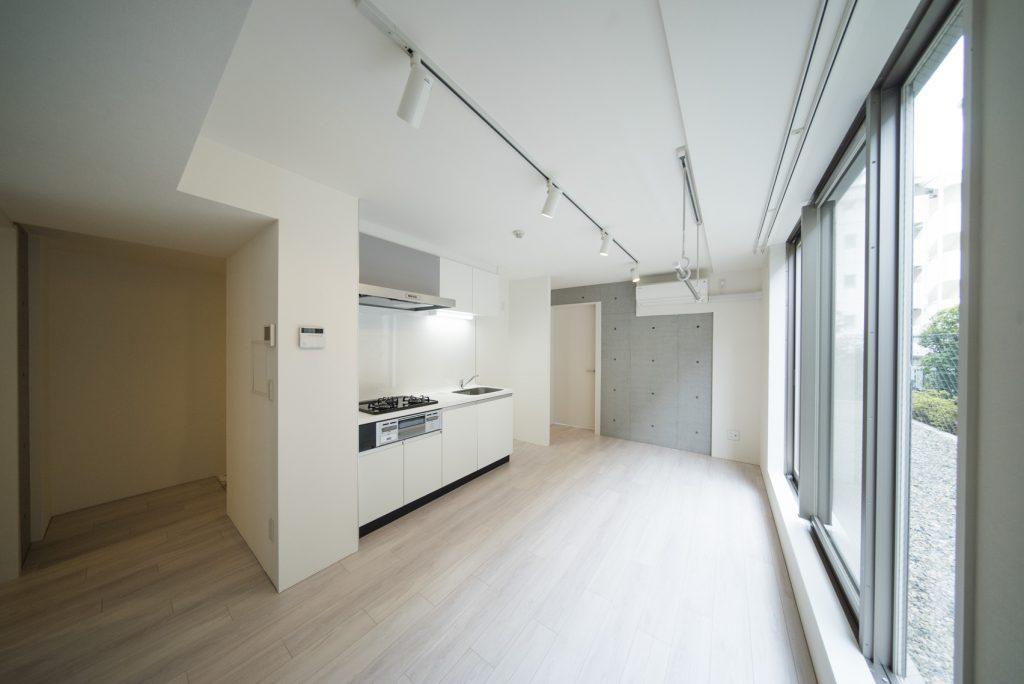 キッチンが中心。これは友達とパーティーするしか…。