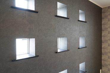 遊びをくわえるだけで、ぐっとお部屋の印象が変わる窓です。