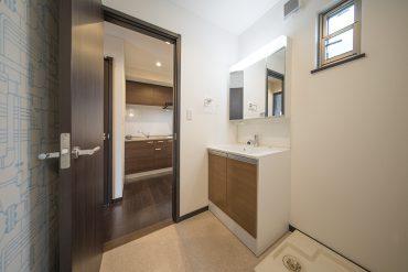 洗面台、洗濯機置き場、お風呂はひとまとまりに。