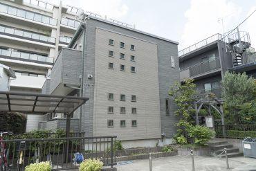 梅ヶ丘の住宅街にたつアパートです。