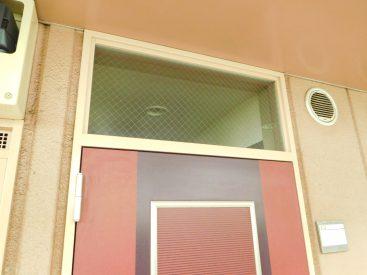 玄関ドア上部の欄間のガラスが個人的に一番気に入りました☆