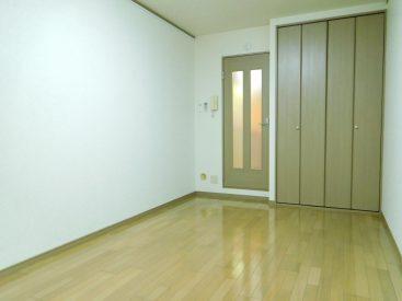 居室は約8帖と広々☆