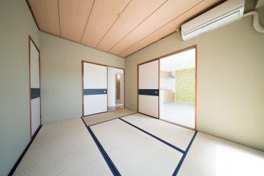 和室6帖。東向きの窓からは、明るい日差しが差し込みます。