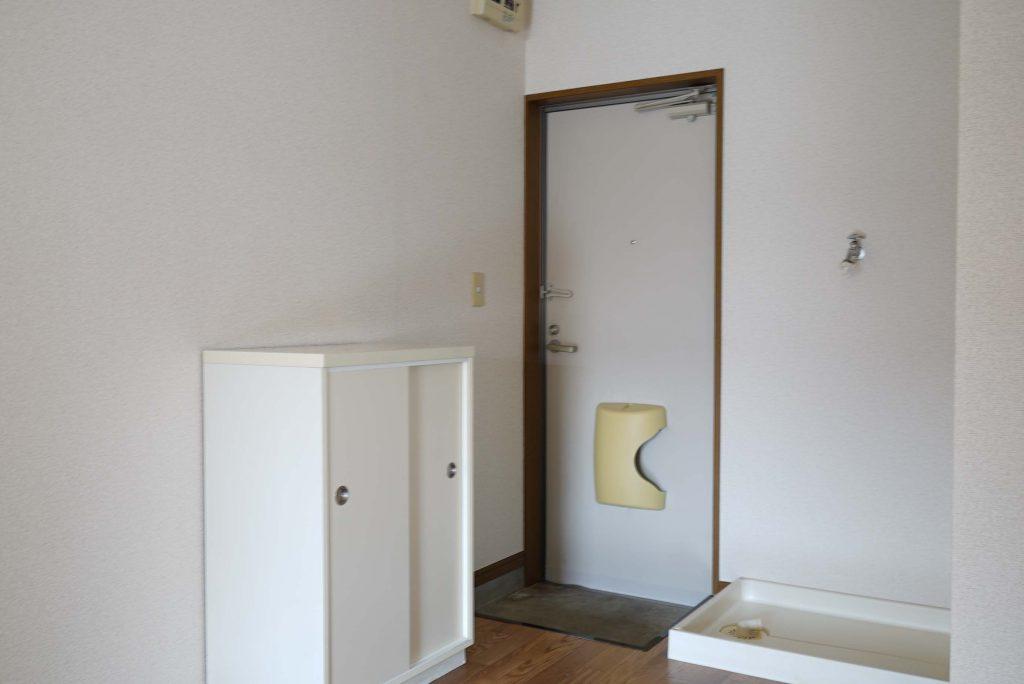 玄関と洗濯機置き場