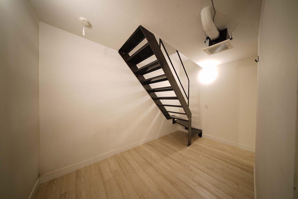階段下にも使えるスペースが