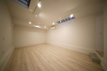 地下のお部屋、ダンスしそう