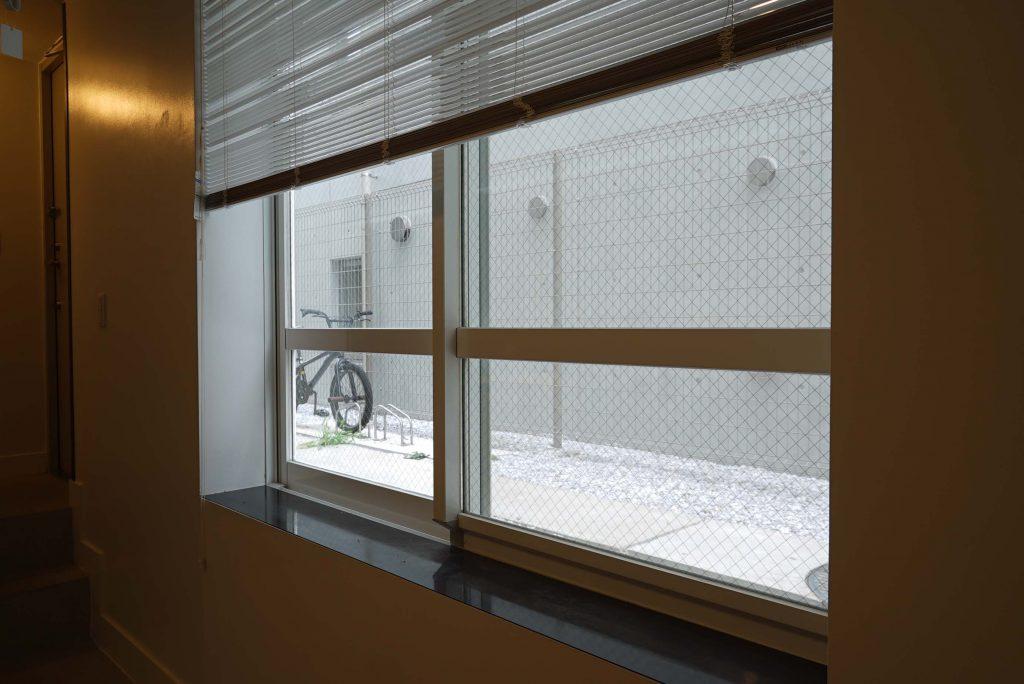 共用部側の窓です