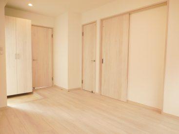 床も壁も建具も白を基調として清潔感いっぱい