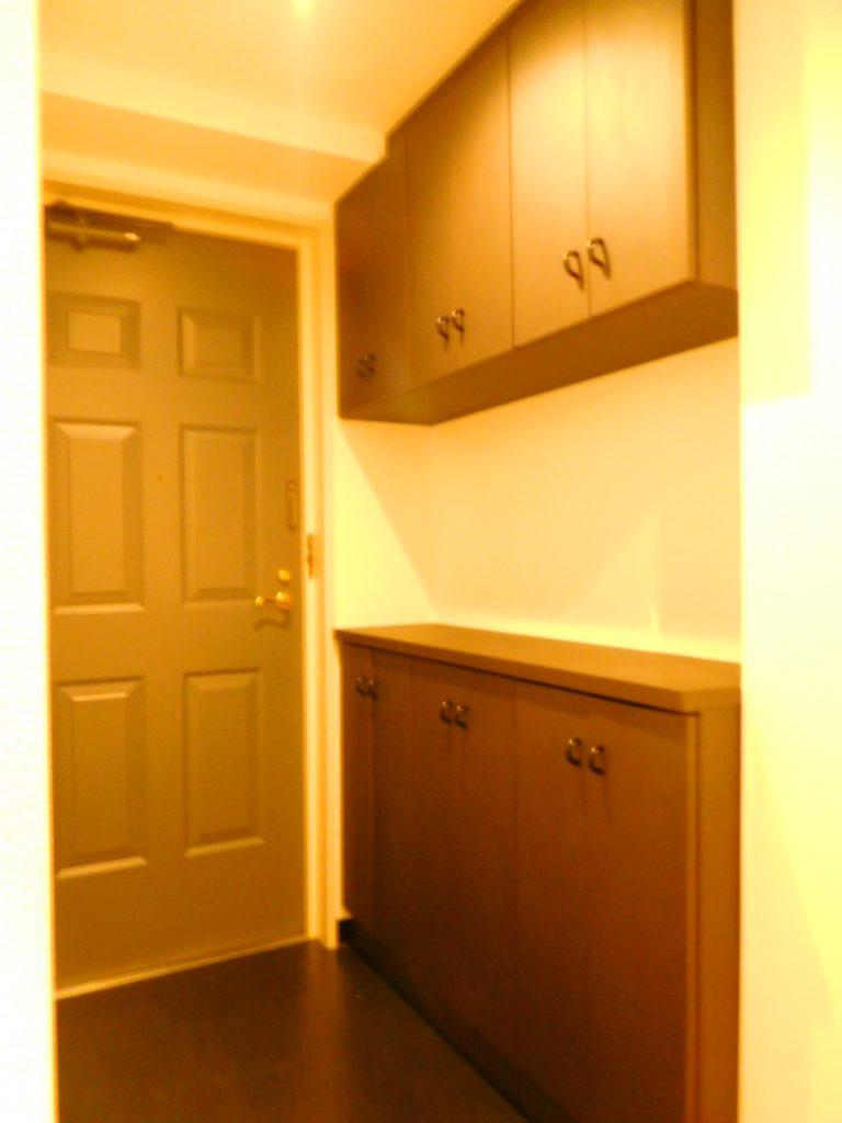 玄関先には大容量の収納