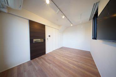 収納も壁と一体化していてすっきりしたお部屋