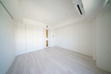 白で統一された8帖のお部屋
