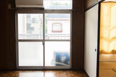 ここの窓、ベランダです。
