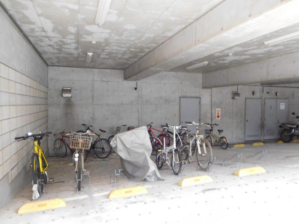 屋根付き自転車置き場