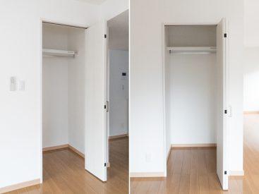 部屋真ん中の収納。奥行きがあって使いやすい。