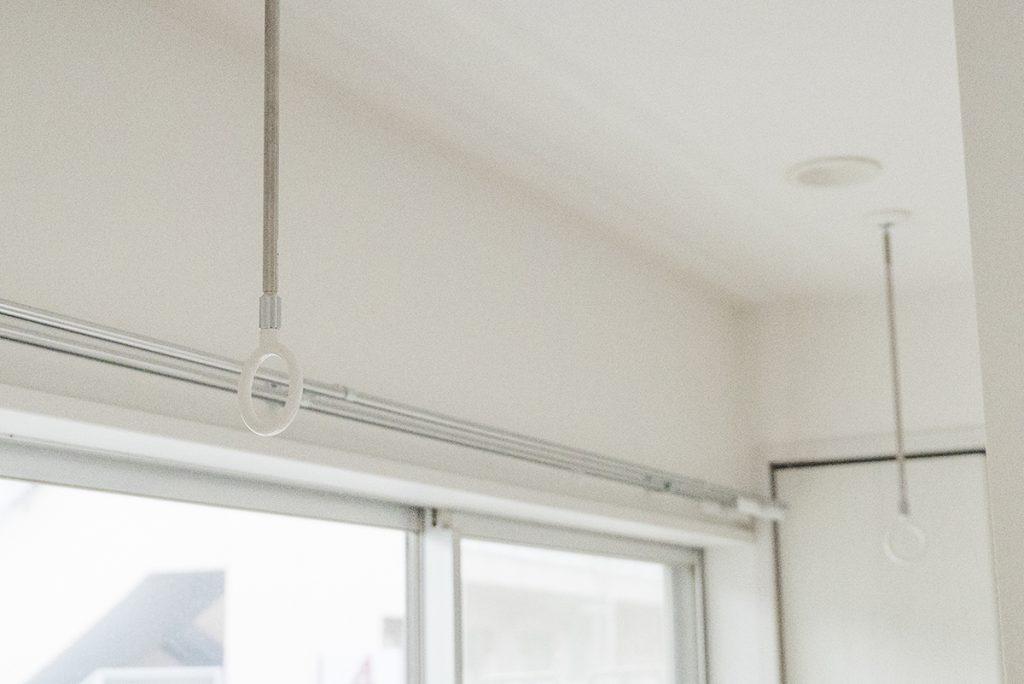 南側の窓には物干し竿もかけられます。