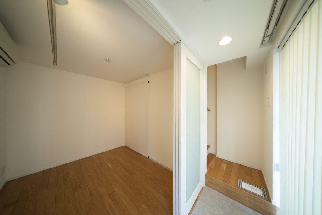 1階玄関入ったお部屋です。