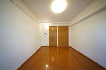 お部屋作りしやすい四角いお部屋(写真は303号室(反転タイプ)のものです。間取りをご確認ください。)