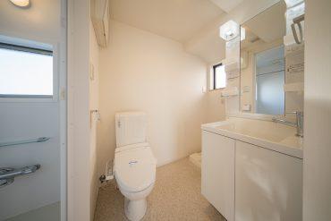 トイレ、洗面などの水まわりはひとまとまりに。