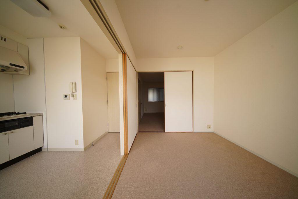 玄関側の洋室に入ってみましょう