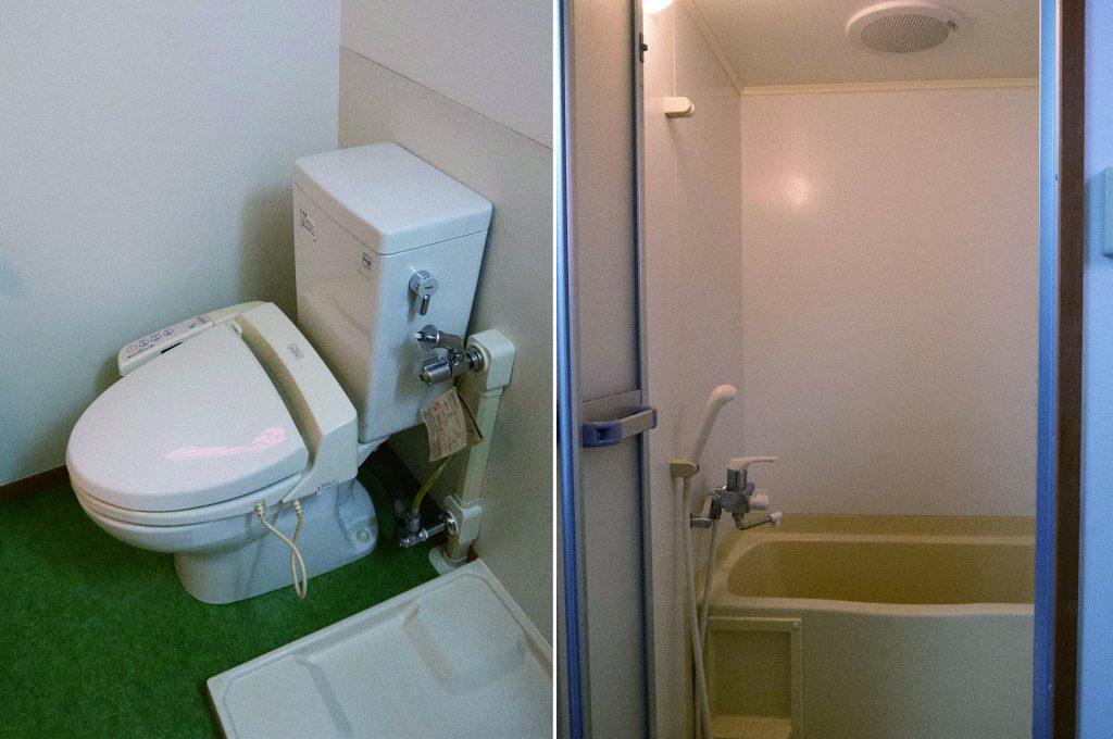 お風呂トイレも別です。お風呂に窓があります。