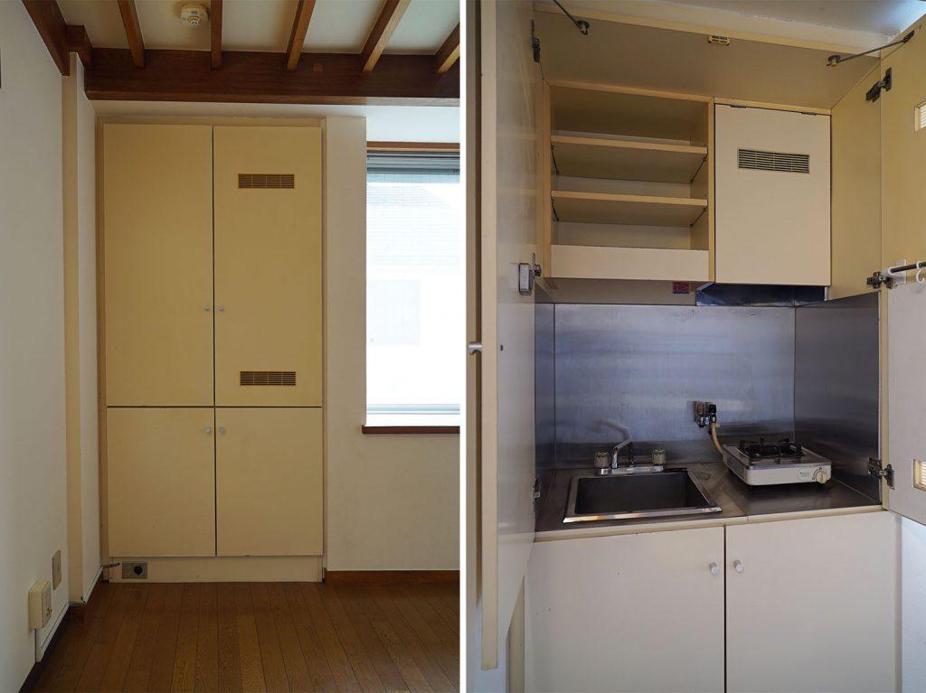 扉を開くとキッチン、下の段は収納とガス器具です