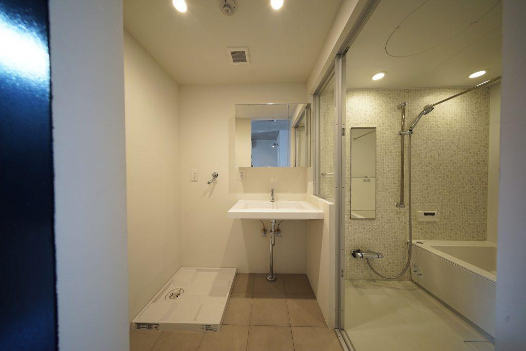 洗面・浴室スペースはこんな感じ、洗面台かっこいい
