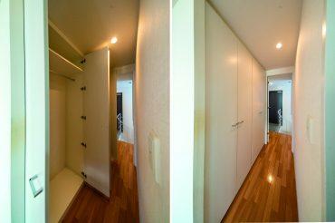 ベッドルームへの廊下に収納があります。