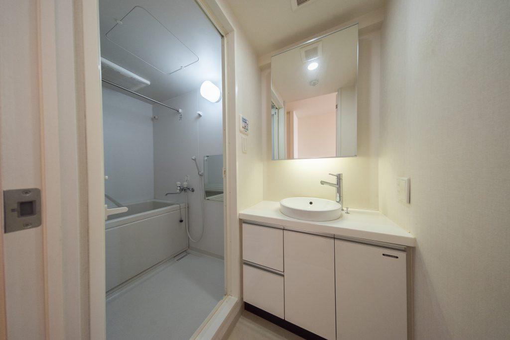 2階にお風呂と洗面。