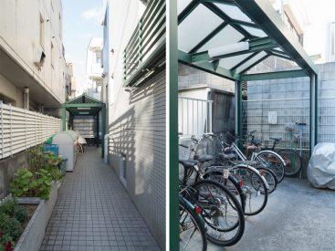 建物入り口のアプローチと駐輪場。