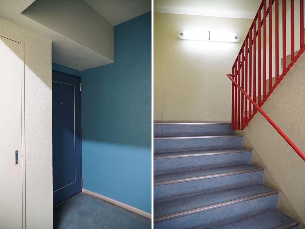 青と赤がかわいい共用部。エレベーターもあります。
