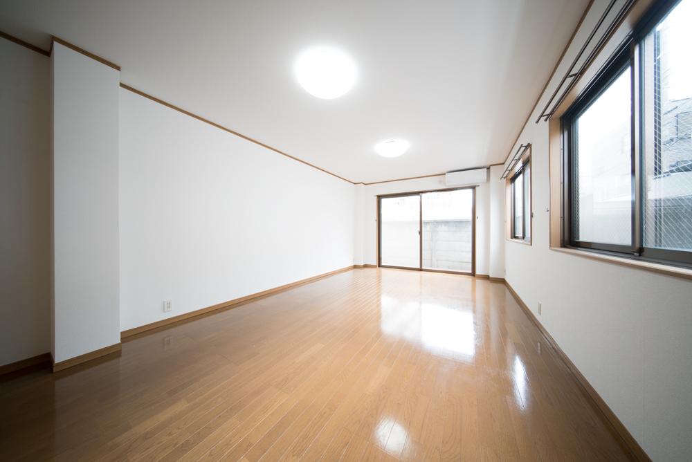 お部屋は2面採光、明るくて気持ちのいい空間。