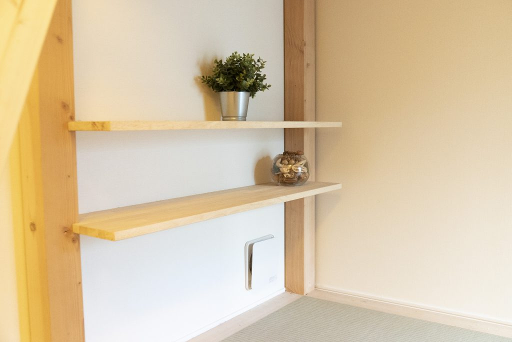 小物置ける棚がある。