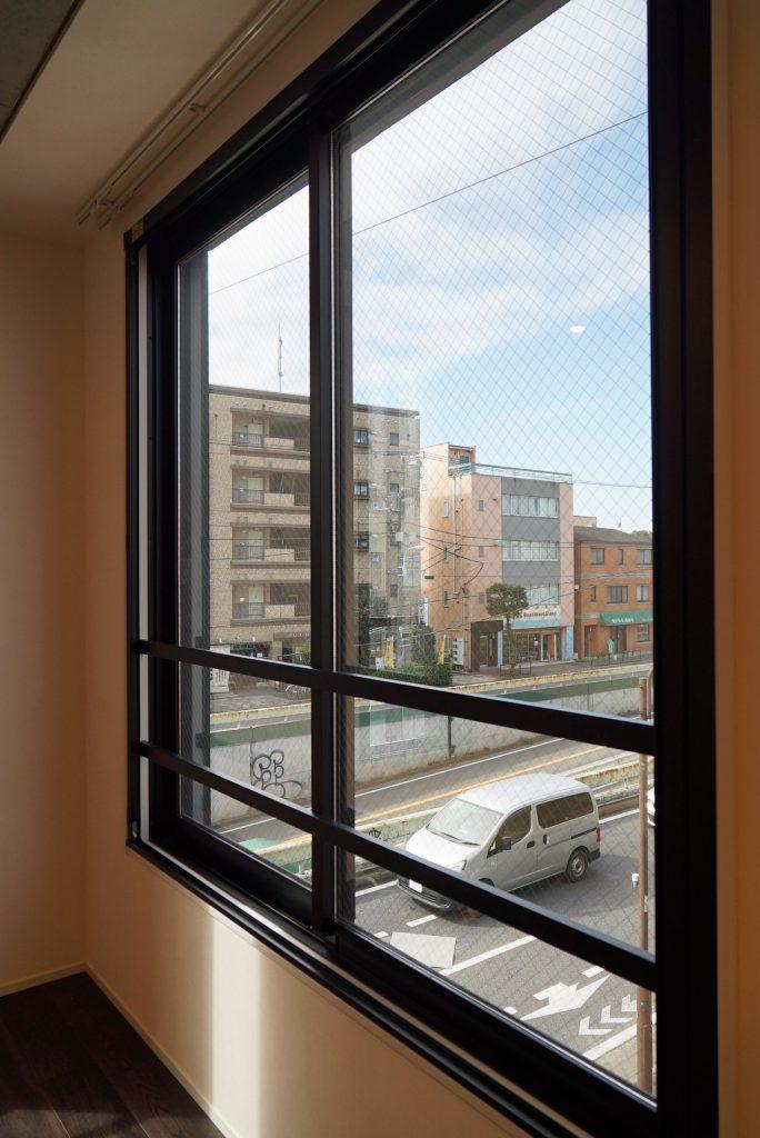窓の外は環状七号線