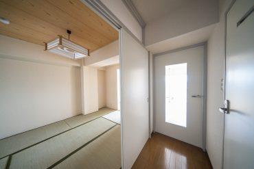 玄関廊下横が和室です。