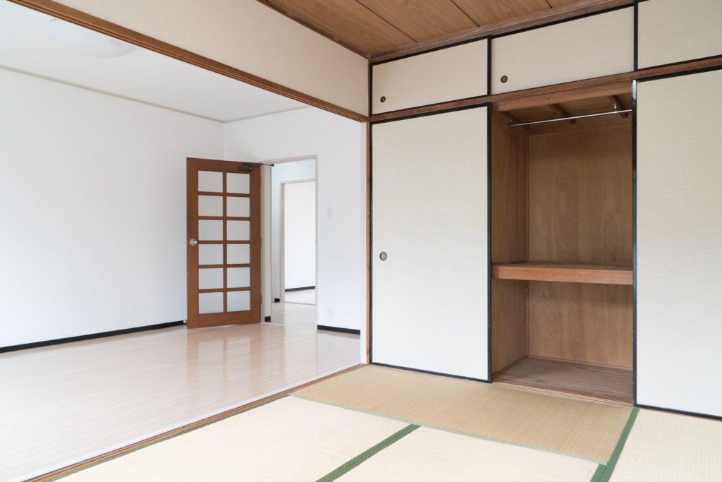 和室には大容量の押入れ収納。A子希望。