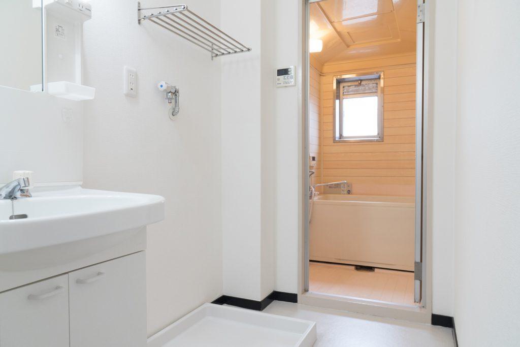 洗面スペースとバスルームが一緒になっております。