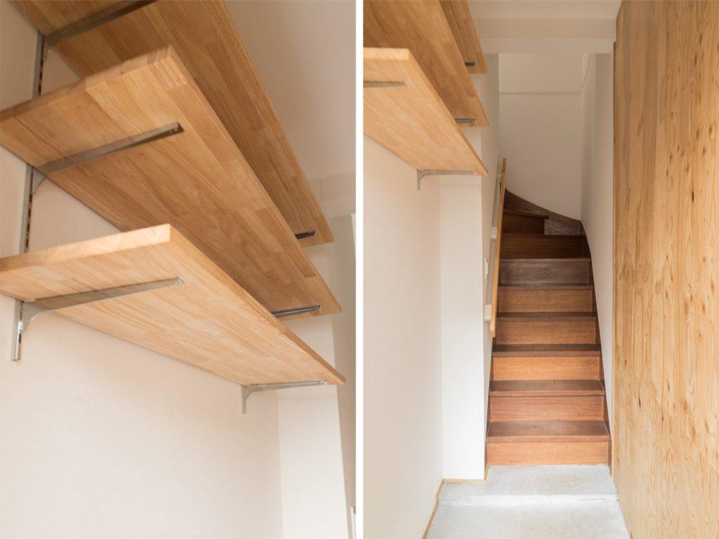 可動式の棚がつけられた1階の玄関。居住スペースは2階になります。
