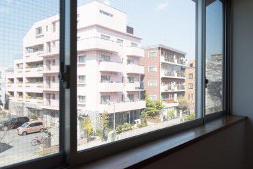 桜新町駅前の大通り沿いのデザイナーズ。