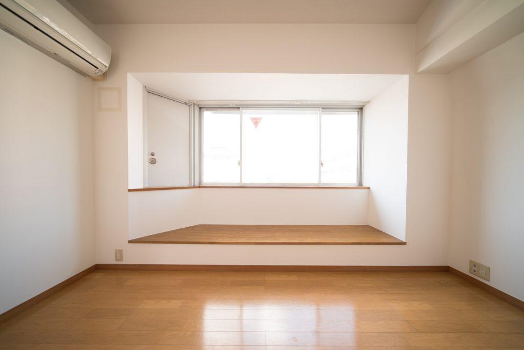 お部屋には棚や、段が多いのです。