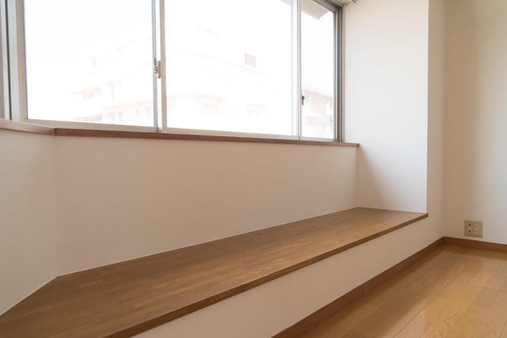 ここに座ってぼーっと外を眺めたい。
