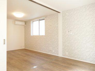 洋室とリビングは引き戸で仕切られてます。