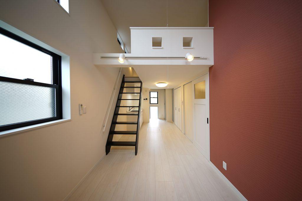 階段もしっかりしていてメゾネットと呼びたいロフトあり