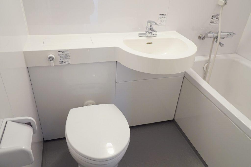 トイレとバスルームはセット。