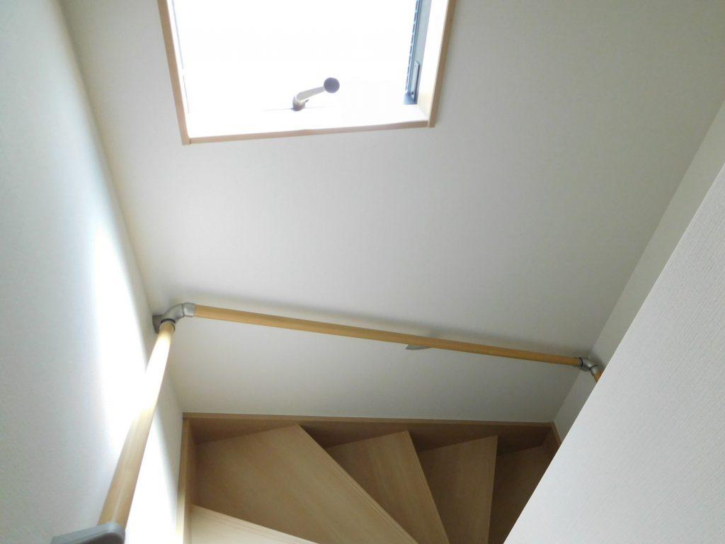 階段にも窓あります