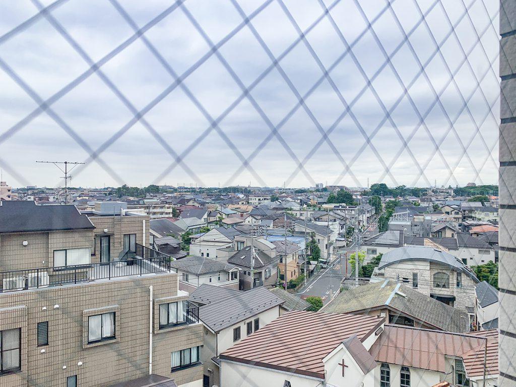街と空がちょうど半々に見える。