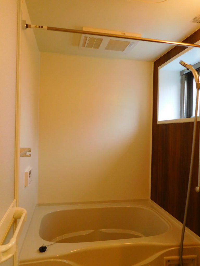 設備充実、窓付きお風呂